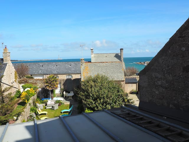 Barfleur Lovely Family Home close to the Harbour