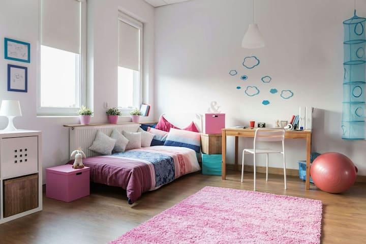 Nizza camera da letto a Milano