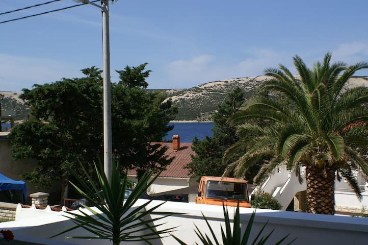 One bedroom apartment with terrace and sea view Stara Novalja, Pag (A-4151-a)