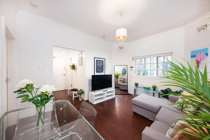 Spacious 1bdr art deco, central location