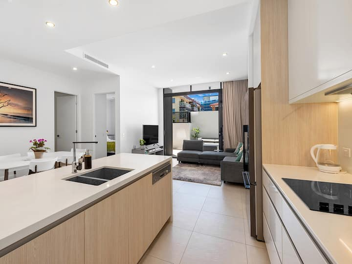 Stylish & Central 3 Bedroom with 2 Car Parks!