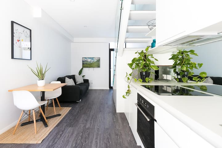 Hip one-bedroom house in inner Sydney