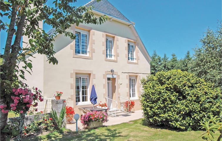 Holiday cottage with 2 bedrooms on 75m² in Saint Jean-Trolimon