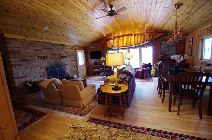 Turner's Lakeside Retreat