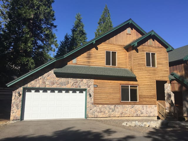Baby Bear Inn - Family Getaway in Shaver Lake!