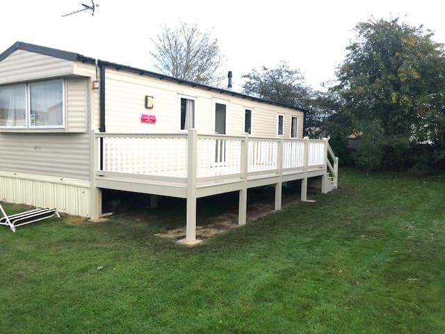 Cosy 2 bed with en suite & decking nr New Romney