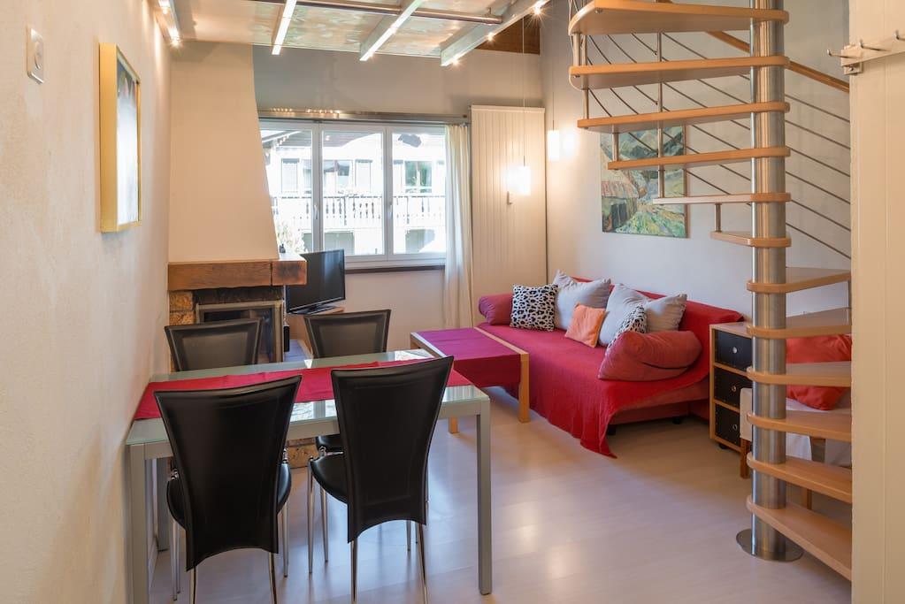 kleine wohnung mit viel charme appartementen te huur in flims graub nden zwitserland. Black Bedroom Furniture Sets. Home Design Ideas
