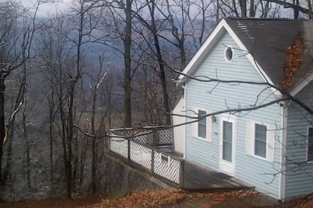 Blue Ridge Mountain Cottage Near Roanoke VA