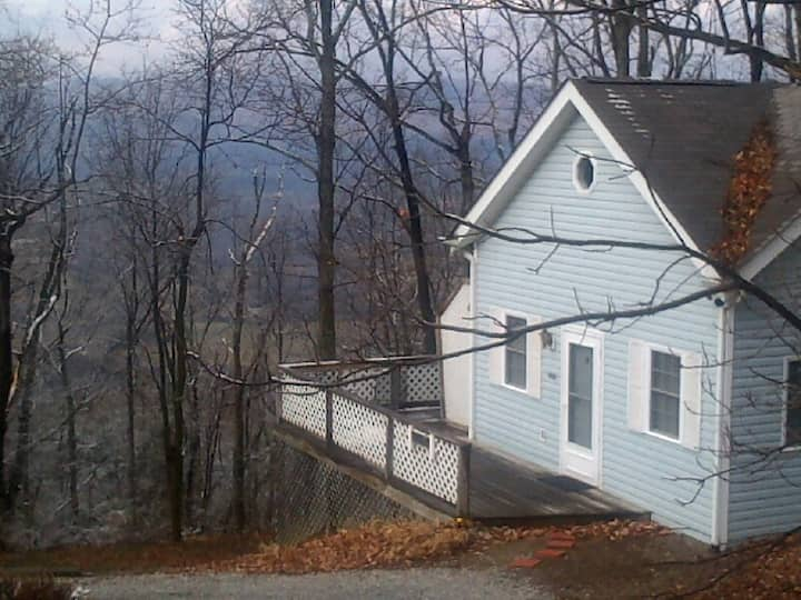Blue Ridge Mountain Cottage Near Roanoke VA