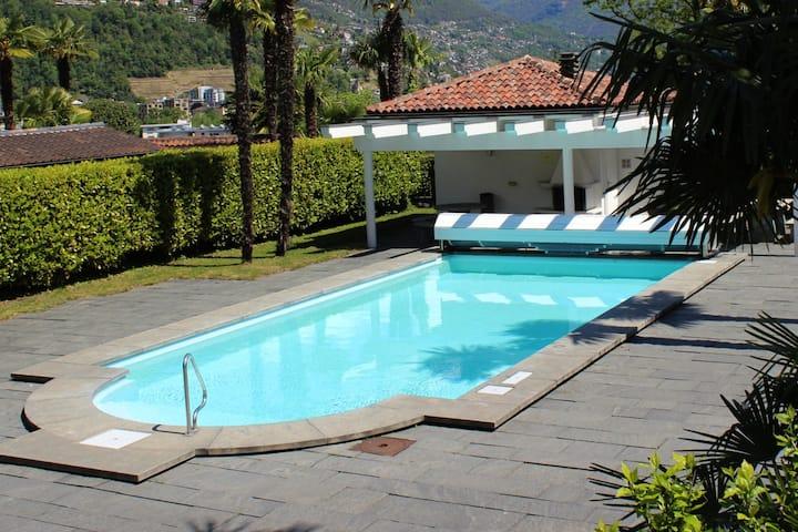 2.5 Zimmer Wohnung mit Garten + Pool