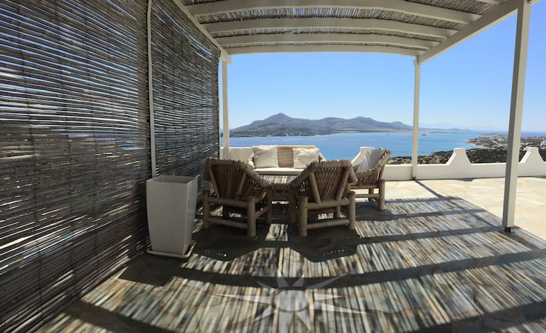 Luxurious villa with pool and a STUNNING view - Agios Georgios - Huvila