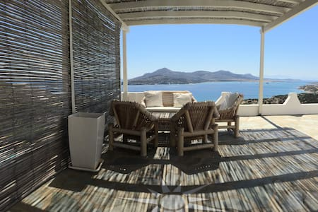 Luxurious villa with pool and a STUNNING view - Agios Georgios - Villa