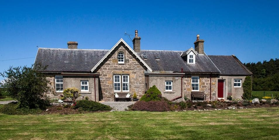 Rowan Cottage, cosy rural retreat in the Highlands - Inverness