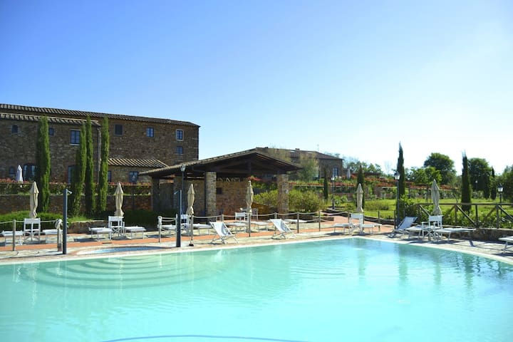 Heritage Holiday Home in Suvereto with Swimming Pool