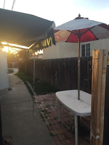 Side yard table n chairs with side