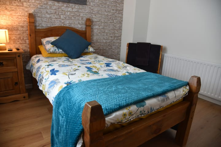 Adair House Ballymena Centre (single bed, room 1)