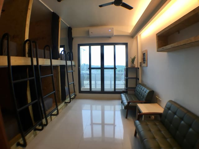 WAVE 青年旅館 Backpackers 頭城背包客棧 衝浪 6人房 雙人1床