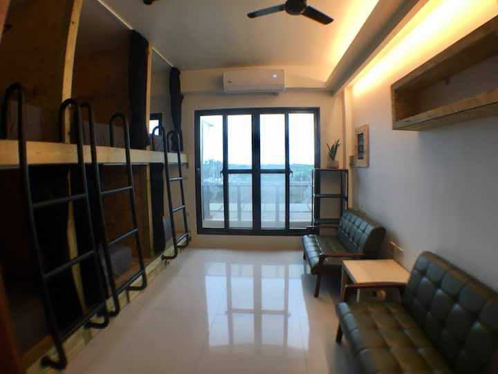 WAVE 青年旅店 Backpackers 頭城背包客棧 衝浪 6人房 雙人1床