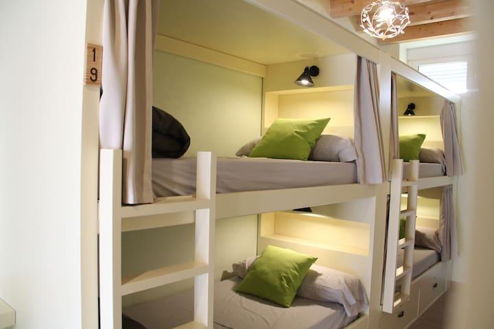 Luz independiente en cada cama
