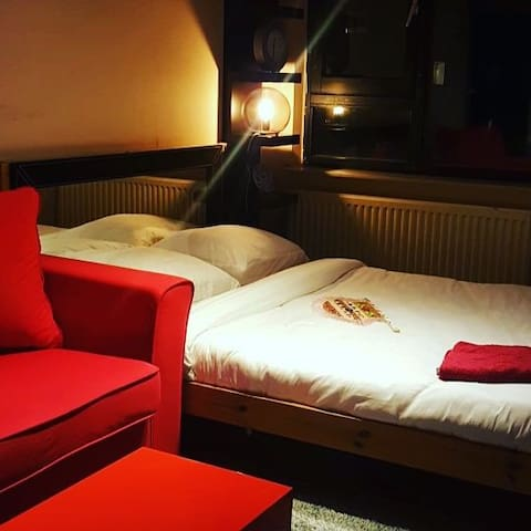 Nice room  Red @ metrostation close2centre