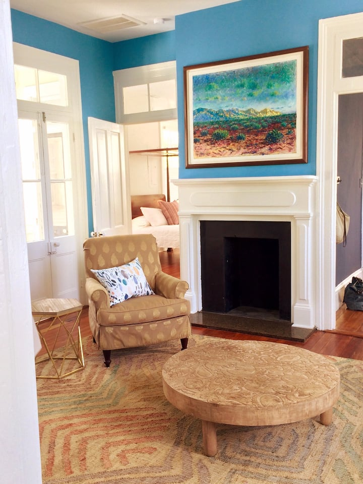 Polly's Historic Digs:   walkable!