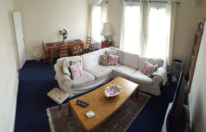 Great value sml DBLroom in lovely flat! MAIDA VALE