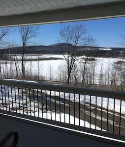Lake Views 4 bdrm 2.5 bath Home - Fairfax - Dům