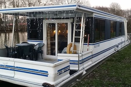 Luxury heated American Floating Home - Windsor - Windsor