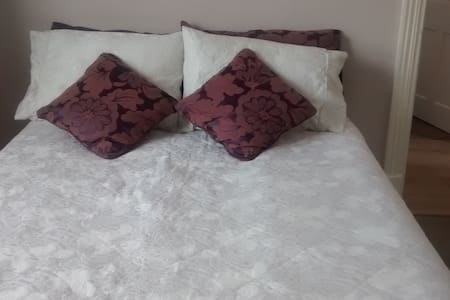 Cosy room in garden flat - Orpington