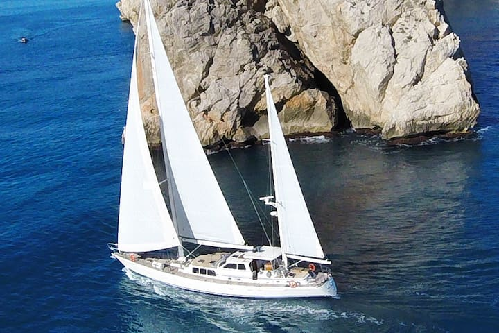 All-inclusive overnight sailing trip, Costa Brava