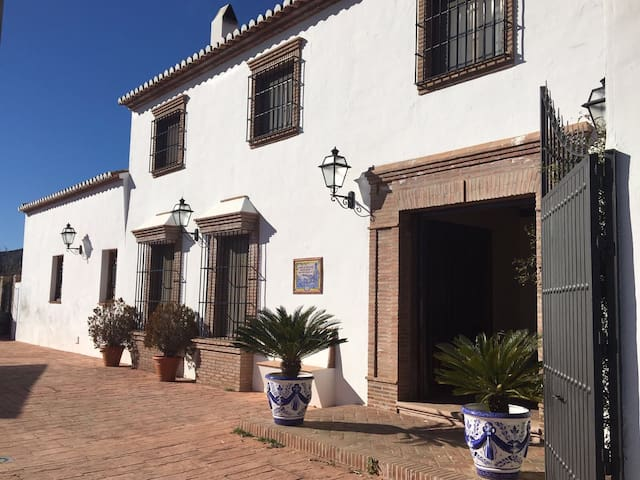 Exclusive Cottage in Malaga - Almogía - House