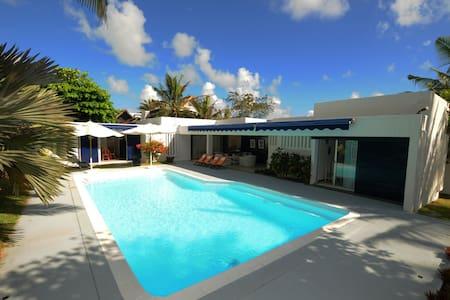Villa Teolina am Strand,Privatpool und Hausmädchen - Poste Lafayette