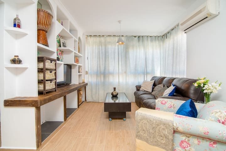 Modern Apartment in Excellent, Beach Location with Wi-Fi, Air Conditioning and Fantastic View