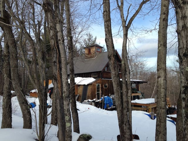 Glamping ME Off Grid, FUNky Mountain Cabin, ME USA