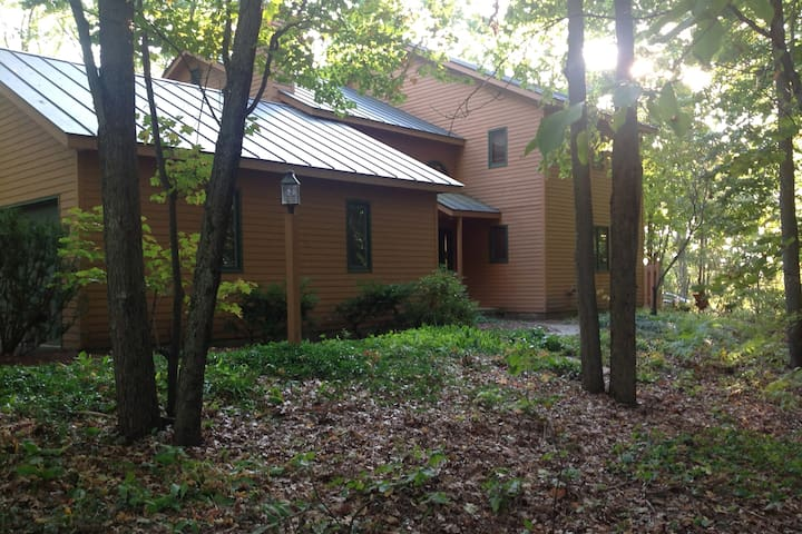 Ideal Family Home close to Burlington & Colleges