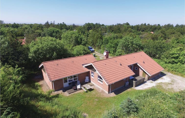Holiday cottage with 5 bedrooms on 200 m² in Ringkøbing