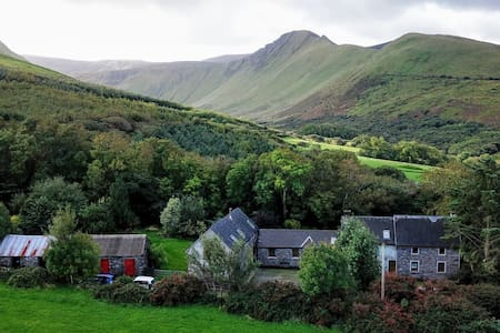 Farmhouse Accommodation - 8 miles from Dingle