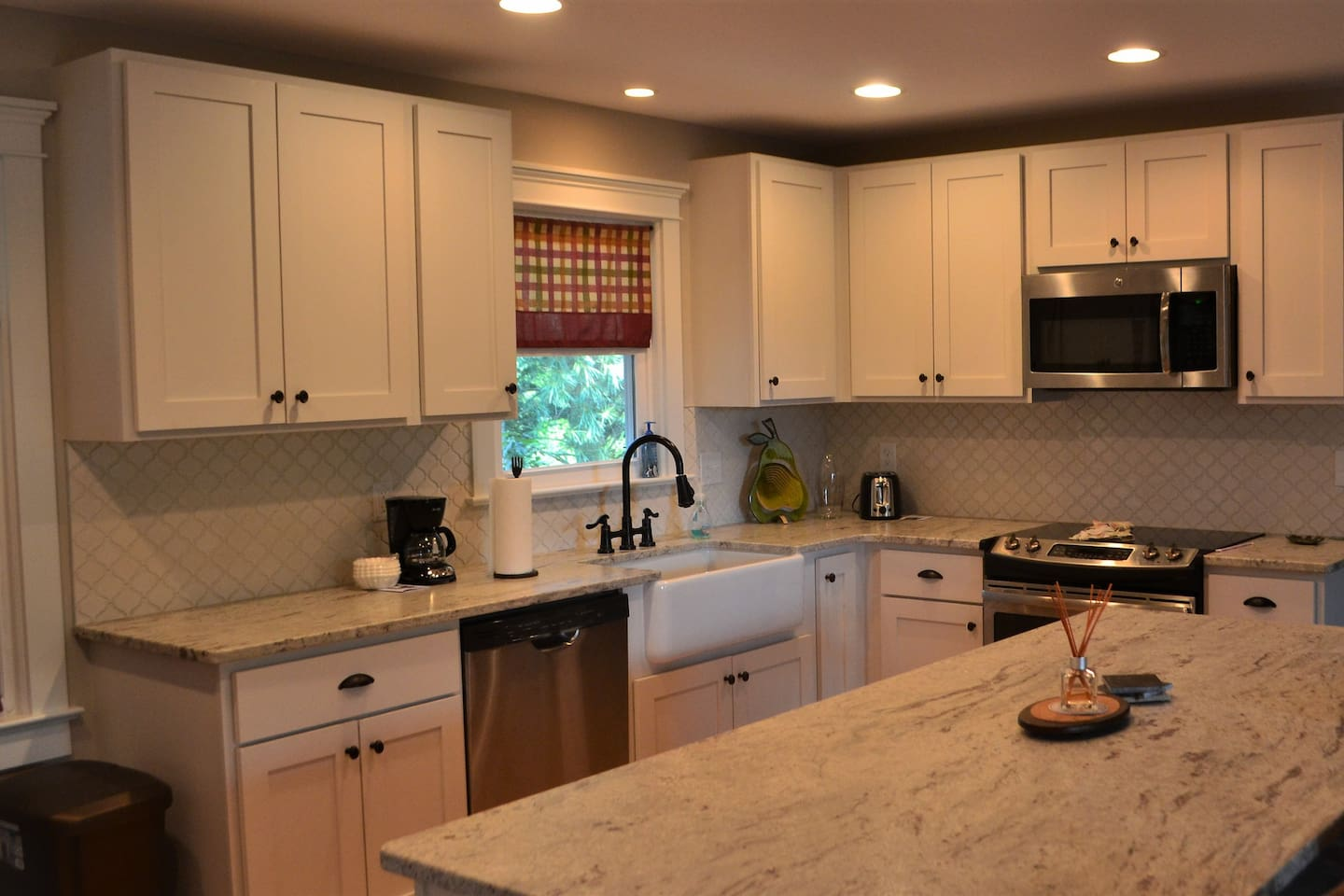 Recently remodeled full kitchen with basic cooking supplies.