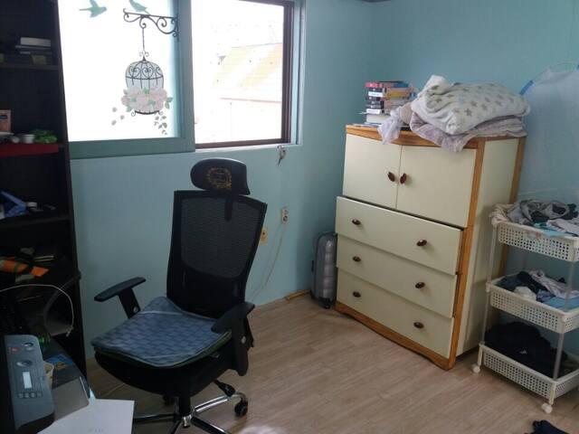 Broad room(2~4 people), shower space
