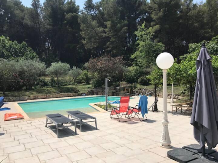 Villa au calme avec piscine et jacuzzi