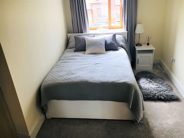 Double bedroom with private bathroom in Sandyford