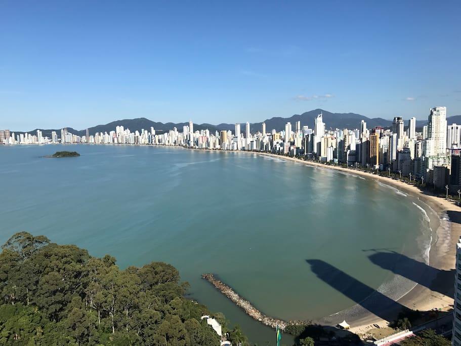 Vista praia de Balneário Camboriú - cobertura do edifício