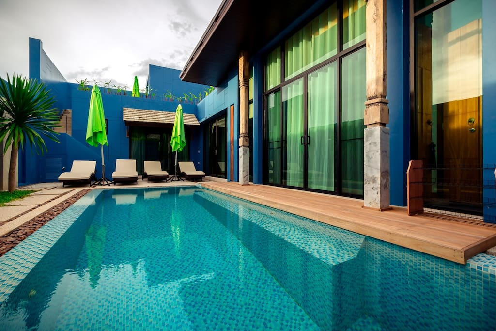 Swimming pool and lounge