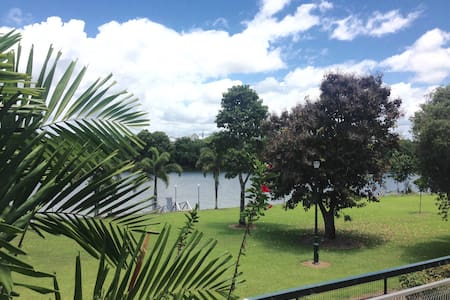RIVERSIDE VIEW!! WALKING DISTANCE - Innisfail Estate - Apartment