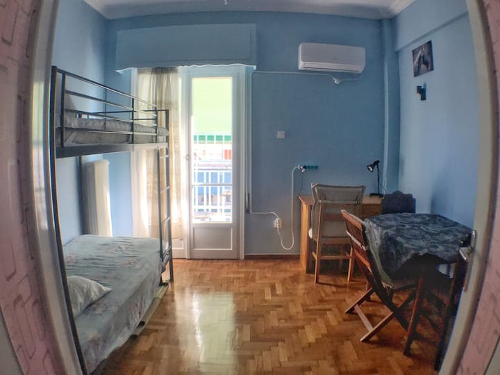 Comfy Room with Balcony 1 min on-foot from Metro