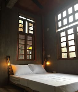 Beautiful double private room with nice balcony - Dumaguete