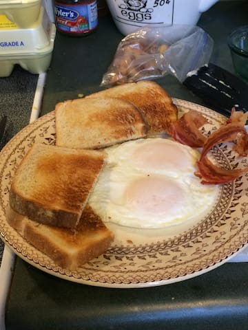 Bacon Eggs & Toast for Breakfast