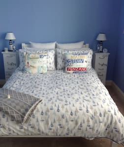 Ensuite double bedroom on Ardrossan seafront - Ardrossan - アパート