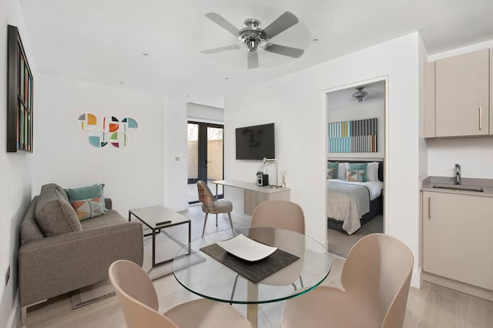 NEW Spacious One Bed Apartment Suite with Terrace