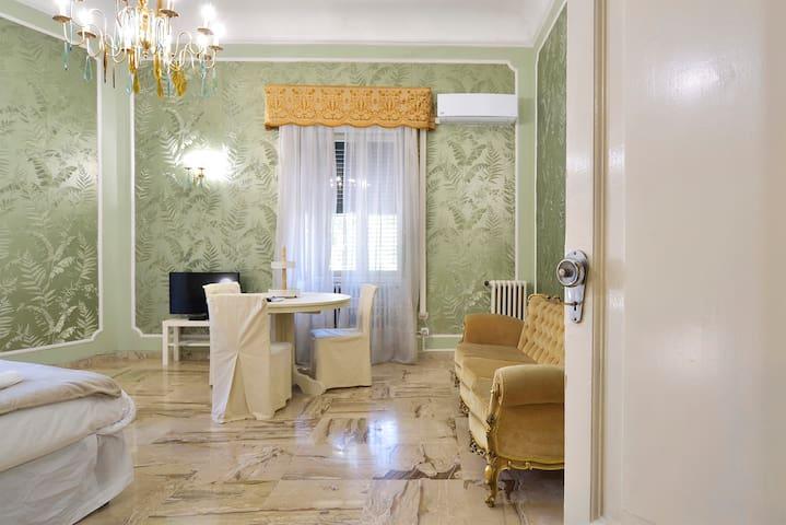 Le stanze di Jole (Casa-verde)--(Casa-rosa)